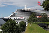 Cruise liner at the harbor of Bergen, Norway — Stock Photo