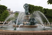 Louvren och labyrinten i paris city. — Stockfoto