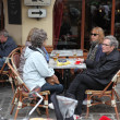 PARIS - APRIL 27 : Parisians and tourist enjoy eat and drinks in — Stock Photo