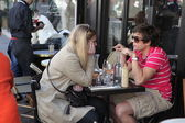 PARIS - APRIL 27 : Parisians and tourist enjoy eat and drinks in cafe sidewalk in Paris, France on April 27, 2013. Paris is one of the most populated metropolitan areas in Europe. — Stock Photo
