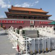 BEIJING - JUNE 11: Tienanmen Gate (The Gate of Heavenly Peace), — Zdjęcie stockowe