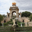 Barcelona ciudadela park lake fountain with golden quadriga of Aurora — Foto de Stock