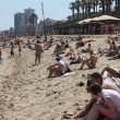 Crowded beach in Barcelona — Stock Photo