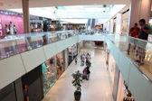 Wewnątrz centrum handlowego w barcelonie — Zdjęcie stockowe