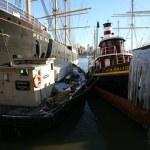 Ships at Manhattan bay — Stock Photo