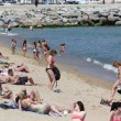 BARCELONA - JUNE 11: Crowded beach with tourists and locals — Stock Photo #30548595