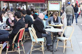Parisians and tourist enjoy eat — Stockfoto