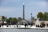 Local and Tourists at Luxor Obelisk — Stock Photo