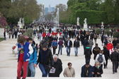 Local and Tourist in the famous Tuileries gard — Stock Photo