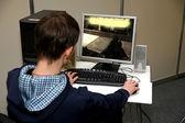 Junger mann computer spiel — Stockfoto