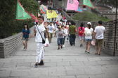 BEIJING : Visitors walks on the Great Wall of China — ストック写真