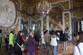 Paris. besökare på kö för versailles palace — Stockfoto