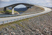 Puente storseisundet en la carretera atlántico en noruega — Foto de Stock
