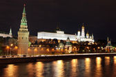 Famous and Beautiful Night View of Moskva river and Moscow Kremlin Palace — Stock Photo