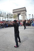 PARIS - APRIL 27: B-boy doing some breakdance moves — Stock Photo