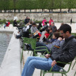 Local and Tourist in the famous Tuileries garden — Stock Photo