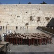 People at the Wailing Wall where Jewish worshipers pray — Foto Stock