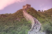 Visitors walks on the Great Wall of China on the Great Wall of China — Stock Photo