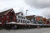 Tourists and locals stroll along the UNESCO World Heritage Site, Bryggen — Stock Photo