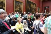 Париж - 3 мая: посетителей в музей Лувр — Стоковое фото