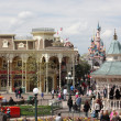 PARIS - APRIL 29: Local and Tourist in the famous Disneyland Par — Stock Photo