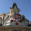 PARIS - APRIL 29: Local and Tourist in the famous Disneyland Paris — Стоковая фотография