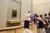 "PARIS - MAY 3: Visitors take photo of Leonardo DaVinci's ""Mona Lisa"" — Stock Photo"