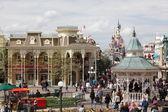 PARIS - APRIL 29: Local and Tourist in the famous Disneyland Par — Stock Photo