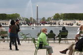 PARIS, FRANCE - APRIL 24: Luxor Obelisk and triumphal arch from Tuileries Garden — Stock Photo
