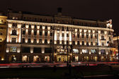 Night View of history Hotel National through night traffic in Mohovaya street — Stock Photo