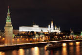 Night View of Moskva river and Moscow Kreml — Stockfoto