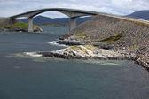 在挪威的大西洋公路 storseisundet 桥梁 — 图库照片