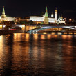 Famous and Beautiful Night View of Moskva river, Big Stone Bridge and Kremlin Palace — Stock Photo