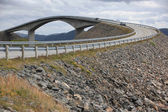 Norveç'te atlantik yolda storseisundet köprüsü — Stok fotoğraf