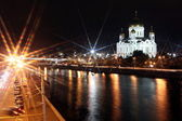 Famous and Beautiful Night View of Moskva river and Cathedral of Jesus Christ — Stock Photo