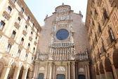 Gevel van de basiliek in de benedictijnenabdij in montserrat — Foto de Stock