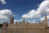 Bekanntesten und schönsten blick auf big ben und die kammer des parlaments — Stockfoto