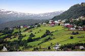 Сельских Норвегия - Hafslo деревне у озера Hafslovatn — Стоковое фото