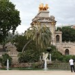 Fountain and cascade in park De la Ciutadella in Barcelona — Stock Photo