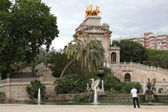 Fountain and cascade in park De la Ciutadella in Barcelona — Stock Photo
