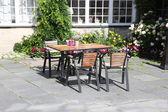 Mesa afuera del café oslo, noruega — Foto de Stock