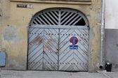 Door on street in Tallin — Stock Photo