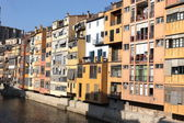 Gamla stan med hus i girona, Spanien — Stockfoto