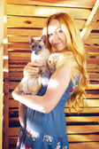 Girl With Cat — Stockfoto