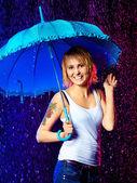 雨の下で女の子 — ストック写真