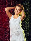 Flicka i regn — Stockfoto