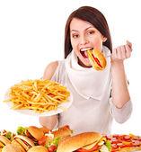 Mujer comiendo comida rápida. — Foto de Stock