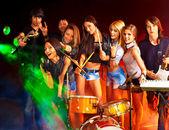 Banda tocando instrumentos musicales. — Foto de Stock