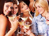 женщина на диско в ночном клубе. — Стоковое фото