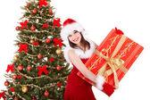 ギフト用の箱を保持しているサンタ クリスマスの女の子. — ストック写真